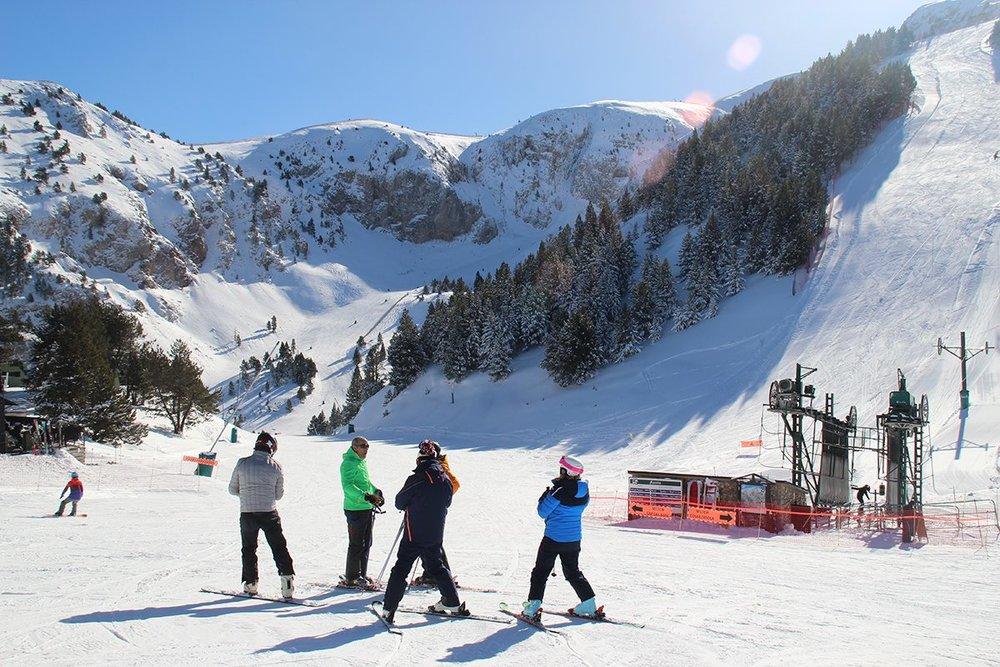 Belle journée de ski sur le domaine skiable de Masella - © Station de ski de Masella