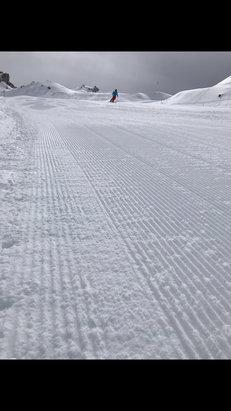 Valtournenche - Domenica 15 aprile neve spettacolare che ha tenutto fino a tardo pomeriggio, veramente uno spreco chiudere con tutta questa quantit - © matte
