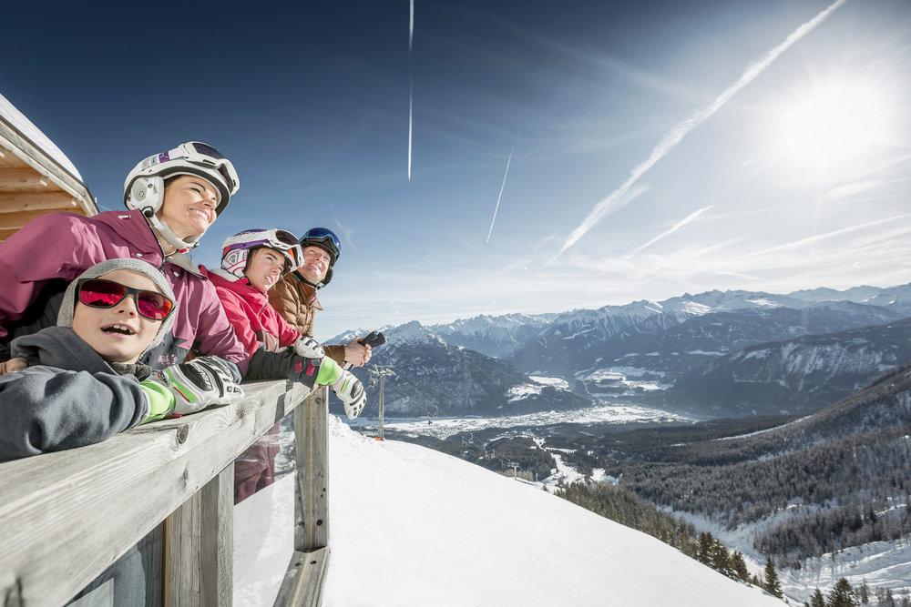 Familie im Skigebiet Hoch-Imst - © Imster Bergbahnen | Rudi Wyhlidal