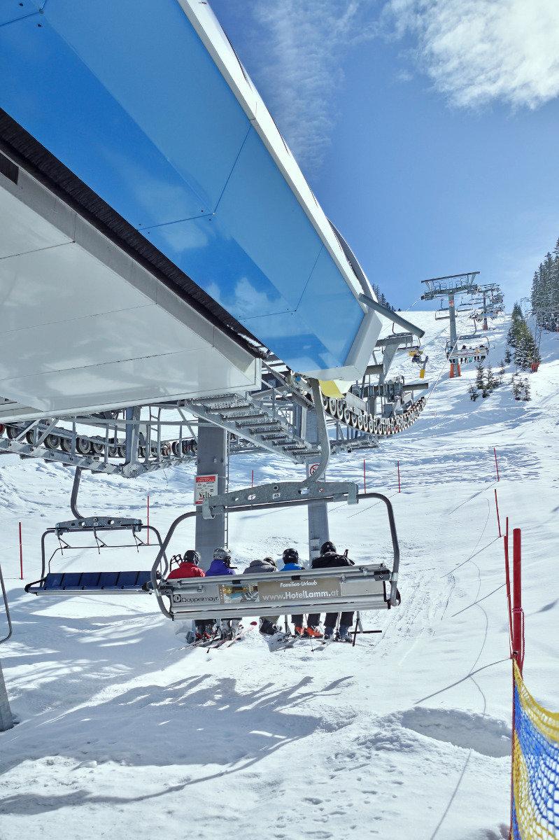 Zeinis 6er-Sessellift in See - © www.bergbahn.com