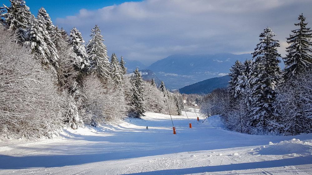 Encore une belle journée de ski en perspective sur le domaine skiable de Saint Hilaire du Touvet - © Bruno Lavit