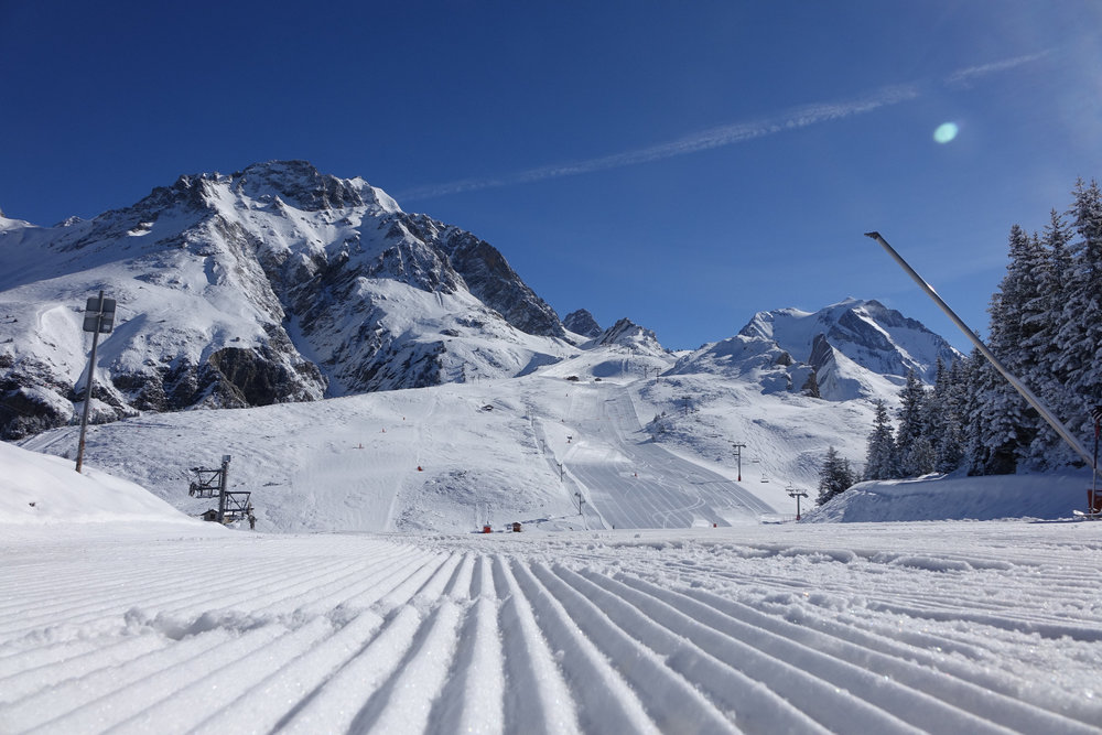 Skier en tutoyant les sommets sur le domaine de Pralognan la Vanoise - © Office de Tourisme de Parlognan la Vanoise