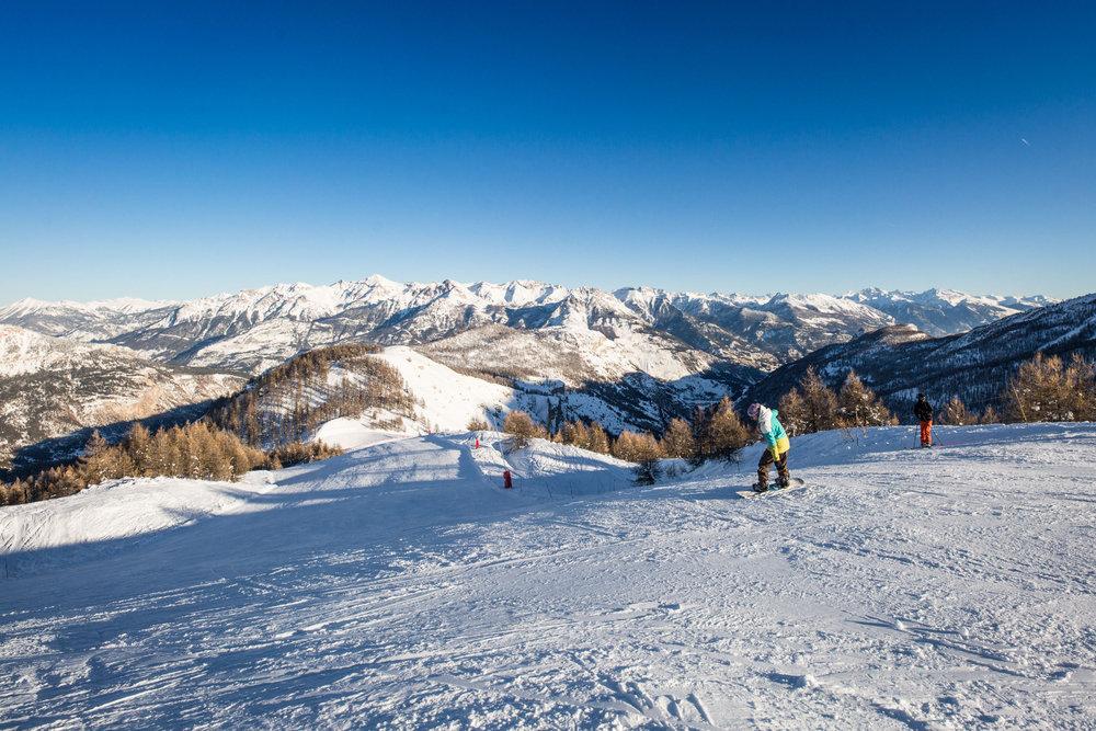 Le Bois des Coqs, la Grande Combe, les Bartavelles, la Draille... autant de pistes incomtournables du domaine skiable de Puy Saint Vincent - © Thibaut BLAIS / OTI du Pays des Écrins