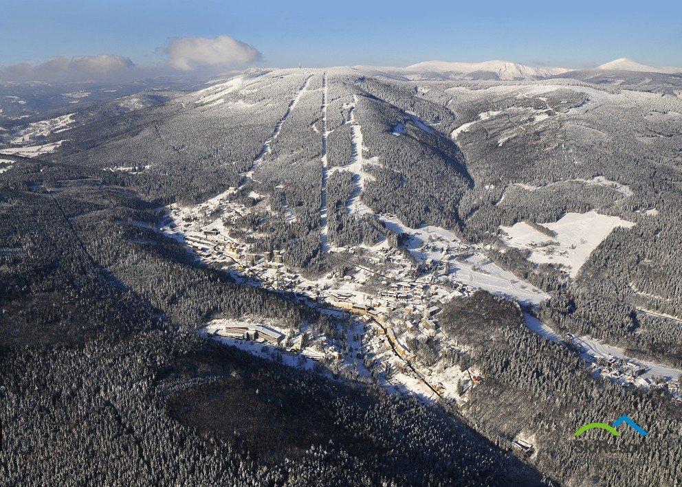 Panoramatický snímek lyžařského střediska Černá hora - Janské Lázně - © SkiResort ČERNÁ HORA - PEC