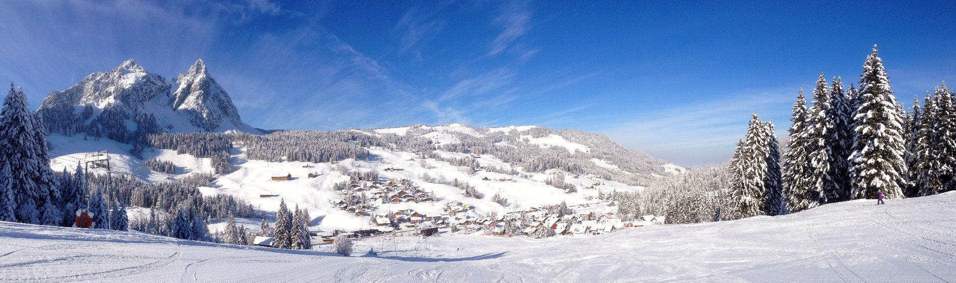 Blick ins Tal auf den Ort Brunni - © www.brunnialpthal.ch