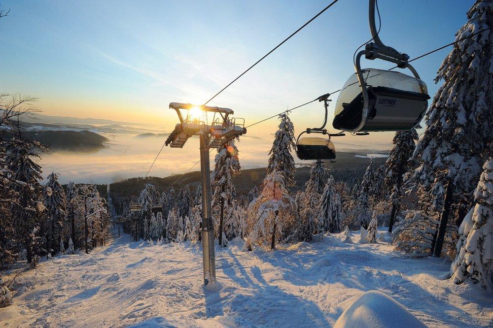 Východ slunce nad Bukovou horou - © Skiresort Buková hora