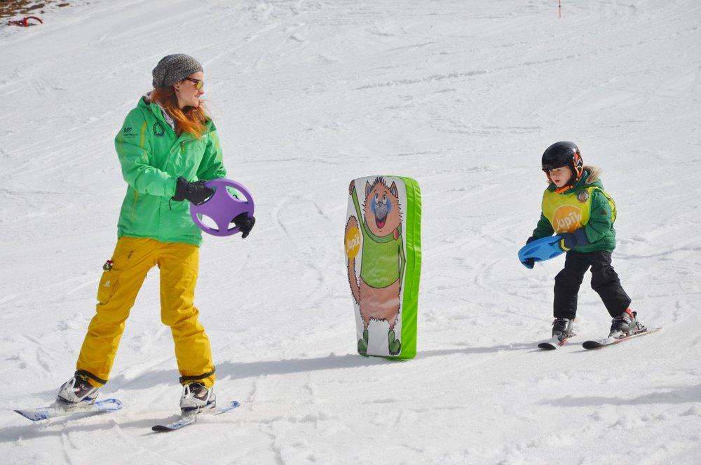 V Horském resortu Dolní Morava působí profesionální lyžařská škola se zkušenými lyžařskými instruktory - © Horský resort Dolní Morava