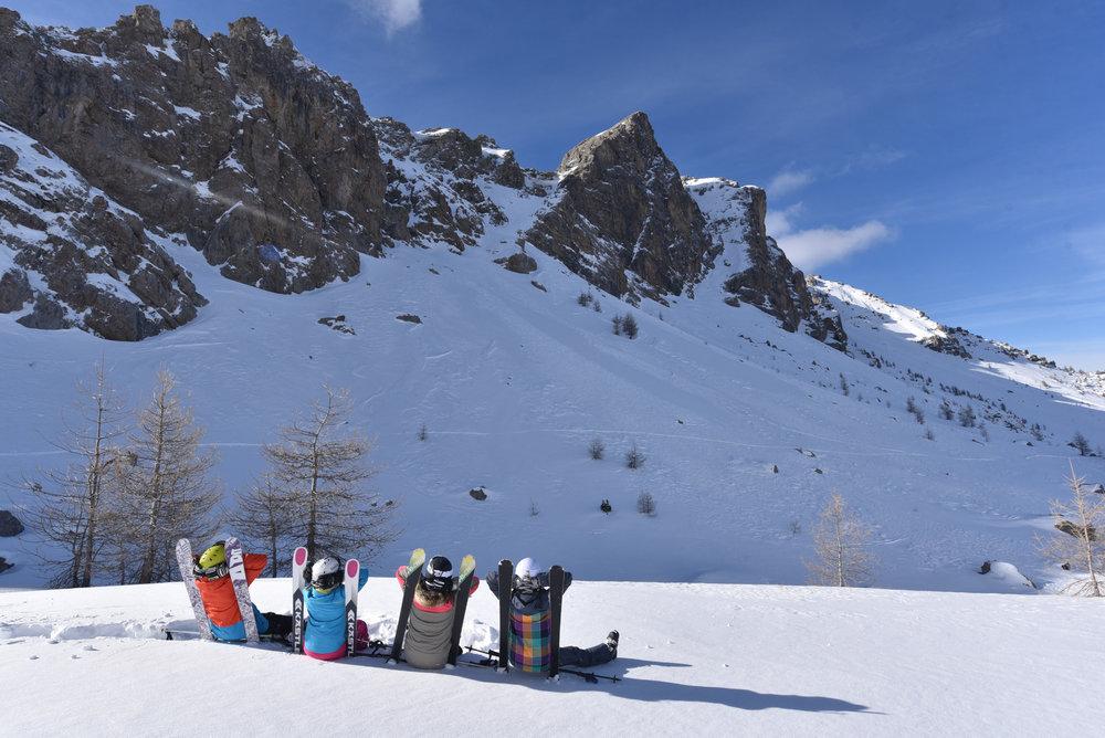 Les plaisirs du ski en famille au Sauze - © Manu Molle