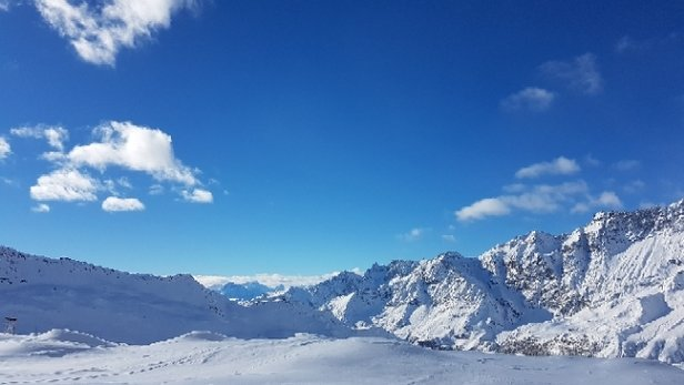 Cervinia - Breuil - Great powder (off piste) today after recent snowfall (10cm - 15cm extra) - © Scytales