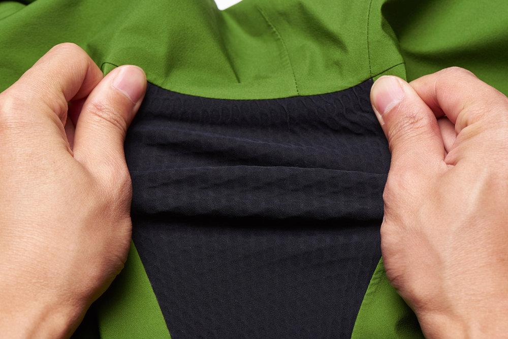 Das BLACKYAK Brangus Jacket ist zudem elastisch und atmungsaktiv - © BLACKYAK