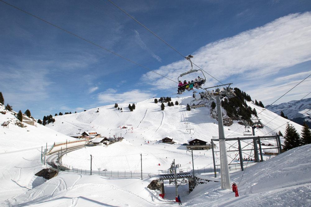Encore une belle journée de glisse en perspective sur le domaine skiable de Villars - © Roman Tyulyakov, Proalps
