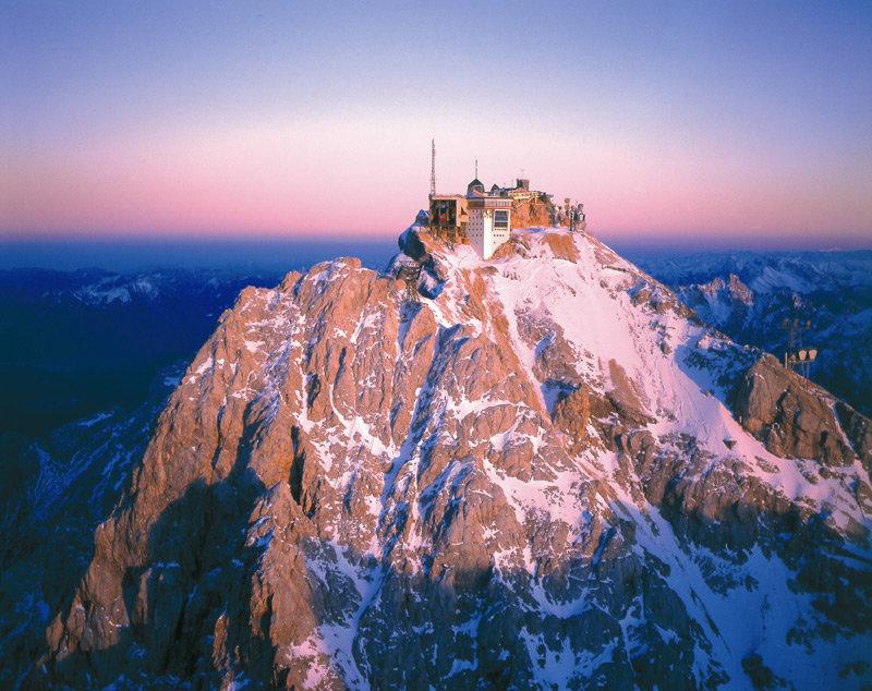 Gipfelalm restaurant on the Zugspitze (2,962m) - ©Gipfelalm