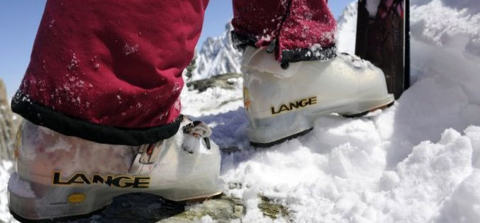 Pri kúpe lyžiarok ide o viac ako o elegantný dizajn - aj keď tieto topánky vyzerajú na svahoch ozaj dobre