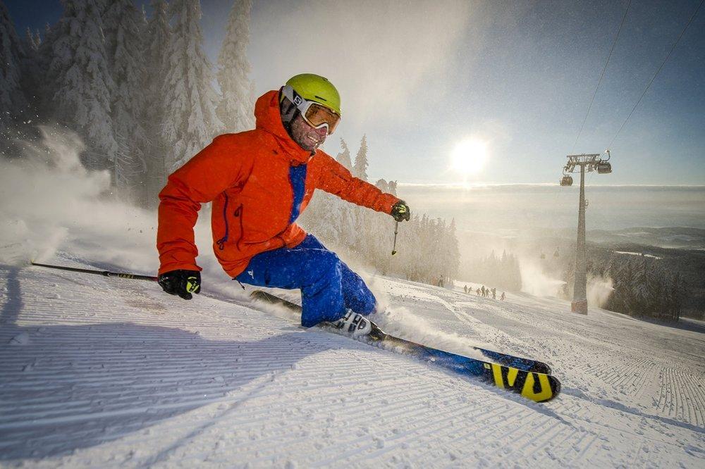 Lyžiar na svahoch strediska Černá hora - © SkiResort ČERNÁ HORA - PEC