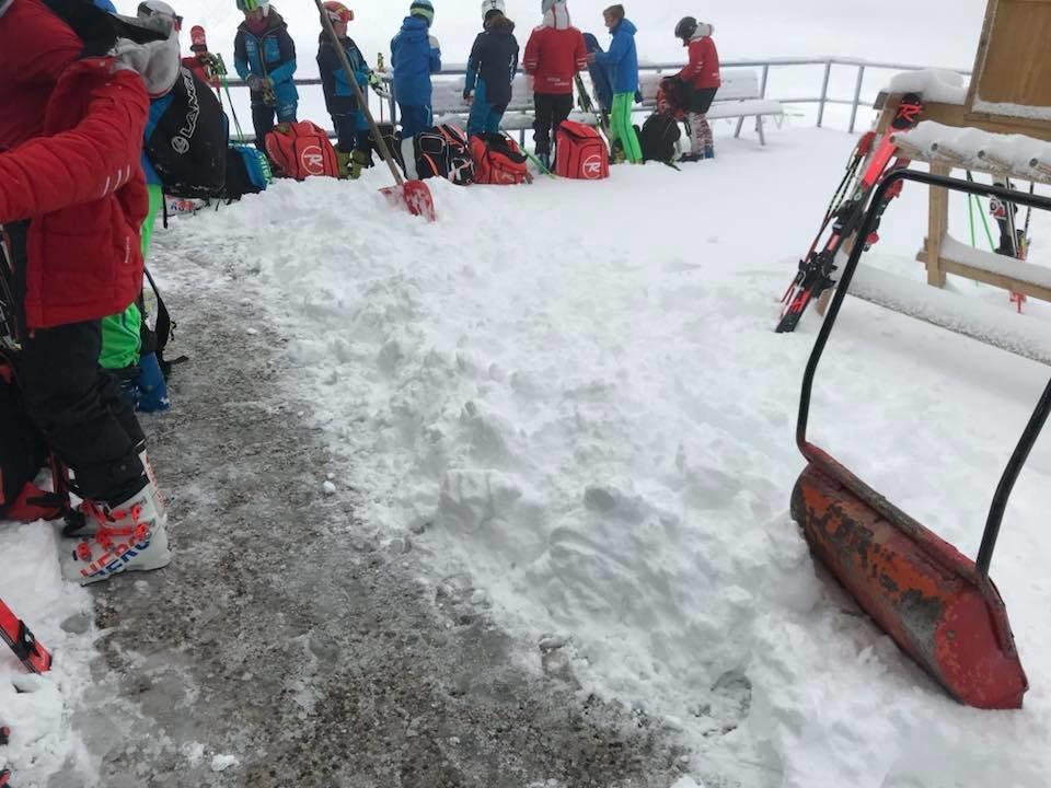 Nevicata d'agosto a Passo Stelvio, altri 10cm di neve fresca sul ghiacciaio! - © Facebook Passostelviosifas