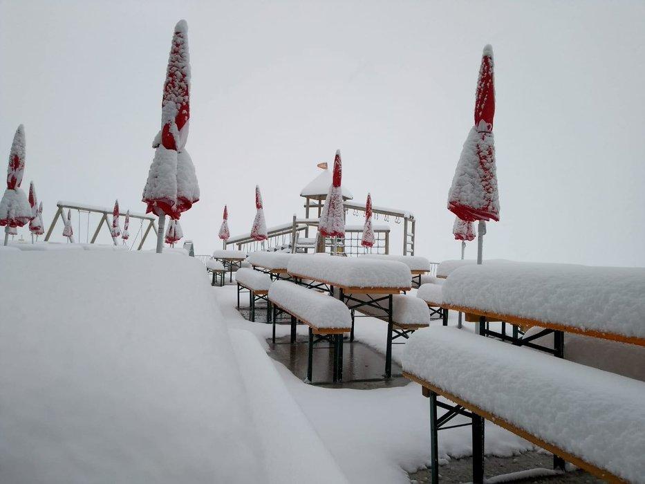 Am Stubaier Gletscher hat es Ende August schon einmal kräftig geschneit - © Facebook Stubaier Gletscher