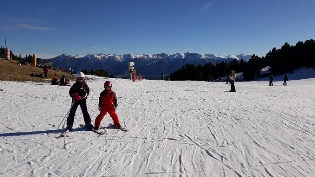 Les Angles - peu de neige mais plein soleil pour ces vacances de no - © anonyme