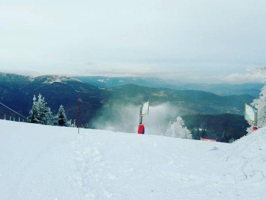 Le Schnepfenried - Temps parfait et les 4 pistes ouvertes actuellement sont amplement suffisantes pour reprendre la saison sous un magnifique temps : 2 vertes, 1 bleue et 1 rouge - © Nikecassius427