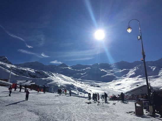Val Thorens - Fantastic conditions.Fresh powder and blue sunny skies  - © iPhone