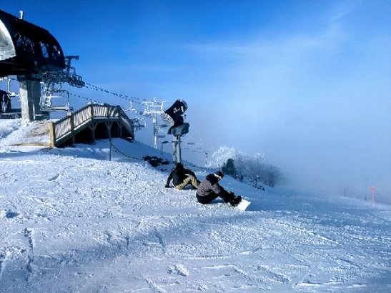 Beech Mountain Resort - Snow all the way to the summit, fantastic conditions.  - © Matt