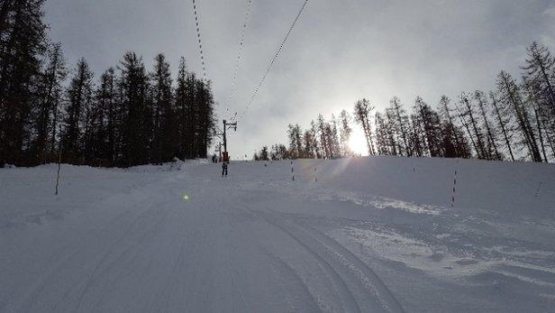 Serre Eyraud - Lundi 11/02 : Neige excellente surtout sur le haut du domaine. Peu de monde sur les pistes et pas d'attente au pied des remont - © Léo