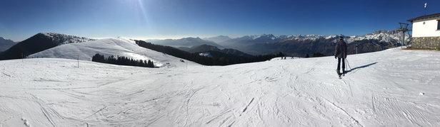 Presolana / Monte Pora - Ieri c'era molto sole e di conseguenza la poca neve presente era acquosa nel complesso si scia comunque bene ;) - © Alessio