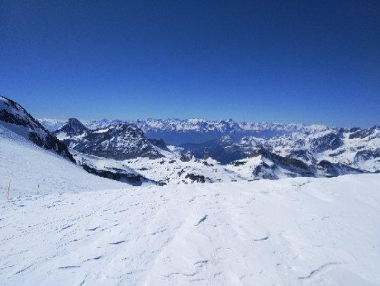 Cervinia - Breuil - si scia ancora bene, chiaramente in basso cede nel pomeriggio, nn capisco perch - © Maurizio