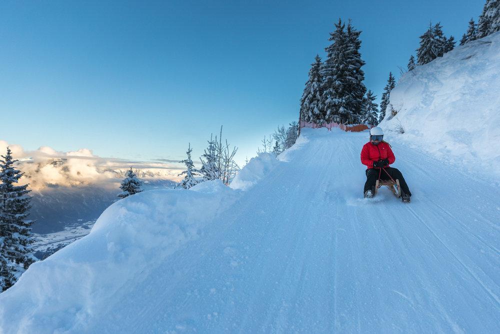 Rasant hinab geht es auf der Schlittelstrecke am Flumsberg - © Bergbahnen Flumserberg