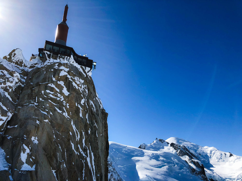 L'Aiguille du Midi, plus qu'un lieu incontournable, une véritable expérience à part entière à vivre lors de votre prochain séjour à Chamonix - © Office de Tourisme Vallée de Chamonix - Célia Margerard