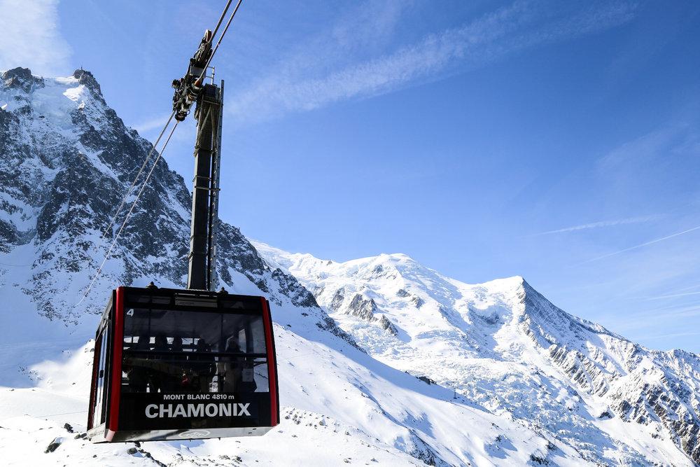 Préparez-vous à rejoindre les cimes, embarquez à bord du téléphérique de Chamonix, prochaine escale la haute montagne et les glaciers ! - © Office de Tourisme Vallée de Chamonix - Salome Abrial