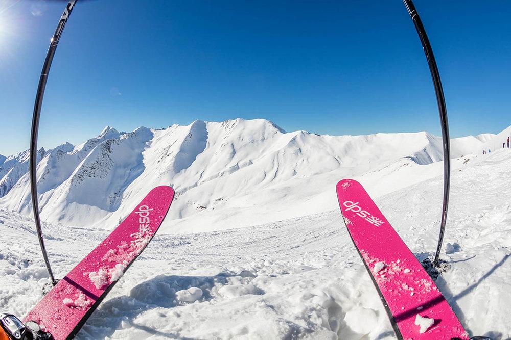 Panorama grandiose depuis les pistes de ski de l'Espace Lumière, sur les hauteurs du Val d'Allos - © R. Palomba / Office de Tourisme du Val d'Allos
