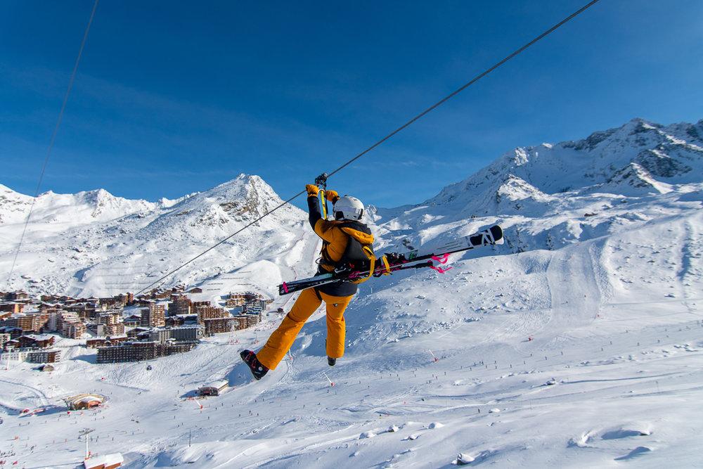 Amateurs de vitesse, de hauteur et de sensations fortes, pas d'hésitation : Lancez-vous et relevez le défi de la BEE Tyrolienne de Val Thorens ! - © T. Loubere / OT Val Thorens