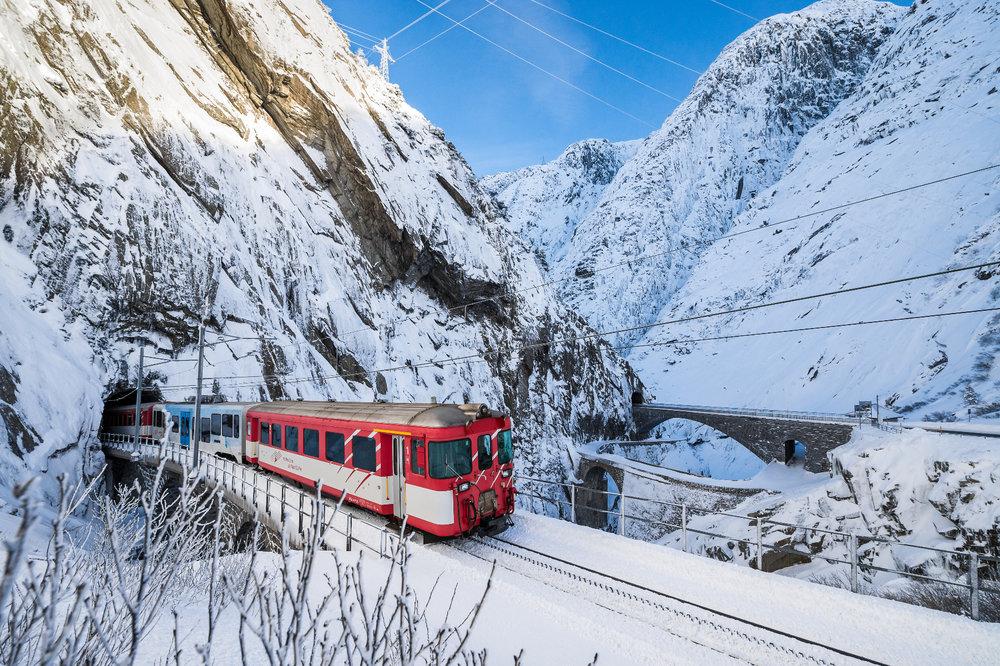 Die Matterhorn Gotthard Bahn steuert Andermatt an - © SkiArena Andermatt-Sedrun