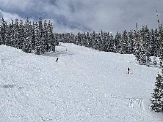 Beaver Creek - Absolutely fantastic two days, with one more to go. Beautifully groomed and ideal conditions. Lift lines can be annoying because of the COVID precautions, but overall great.   - © Dam Dean