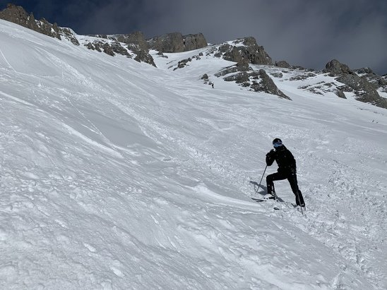 Sunshine Village - Lots of snow on Friday through to early afternoon.  Hard snow underneath.  New snow made for a great day.  Lots more forecasted. - © Graham
