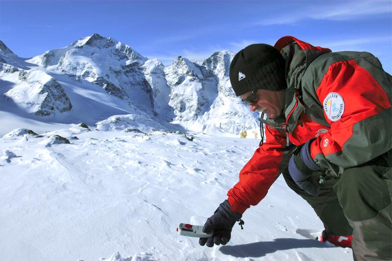 Verschüttetensuche mit LVS-Gerät - © Bergbahnen ENGADIN St. Moritz