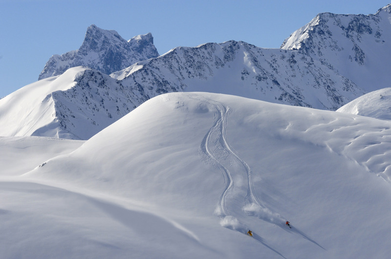 Skifahren im Tiefschnee vn St. Anton - © TVB St. Anton am Arlberg / Josef Mallaun