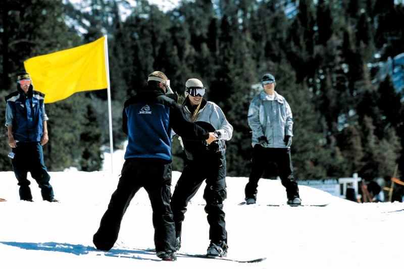 Snowboard lessons at Snow Summit, California