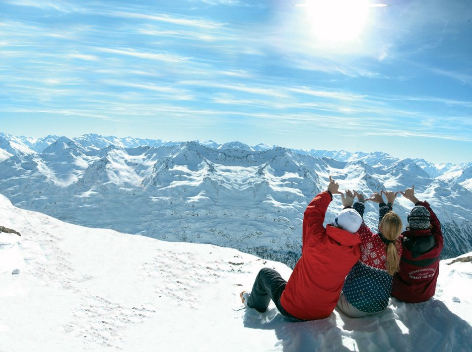 Autumn skiing on Stubai glacier - ©Stubai Tourism