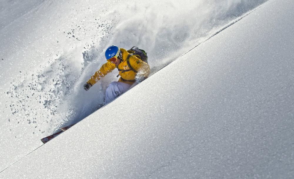 Niet zonder skihelm op pad - ©www.sicher-im-schnee.de