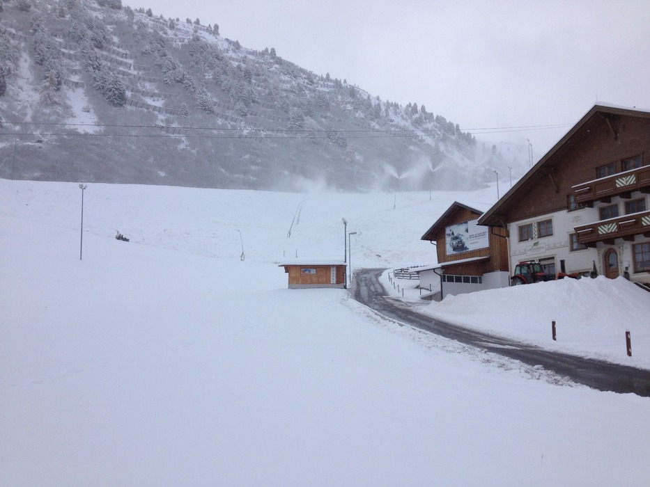 Snowfall in Obergurgl village Oct. 29th - ©Ötztal Tourismus, Carina Schöpf