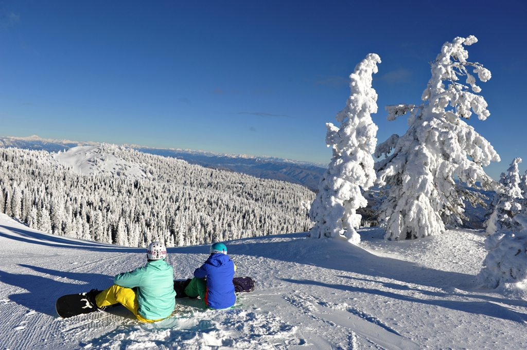 Snowboarders soak up the view at Mission Ridge's summit. Photo courtesy of Mission Ridge. - © Mission Ridge