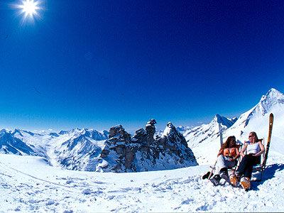 Wohltuende Gletschersonne am Hintertuxer Gletscher - © Zillertal