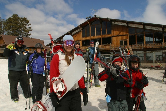 Family getting ready to hit the slopes of Trollhaugen, Wisconsin - © Trollhaugen