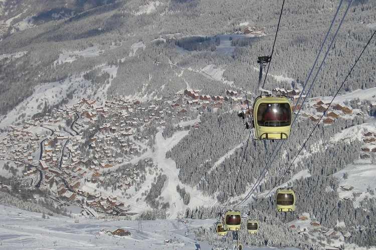 Via sa télécabine, la station de Brides les Bains vous donne un accès direct au domaine skiable des 3 Vallées