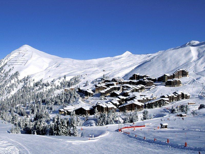 La Plagne Village, point de chute idéal pour profiter pleinement du domaine skiable Paradiski - © La Plagne