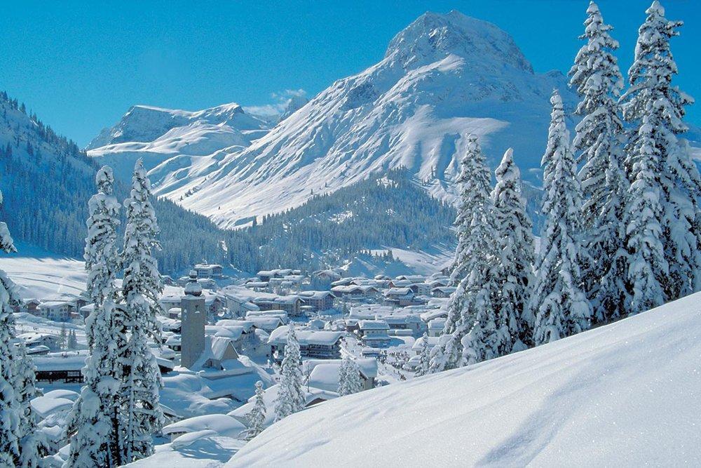Il paese di Lech totalmente imbiancato dalla neve. Foto di Leo Meiseleder. - © Leo Meiseleder