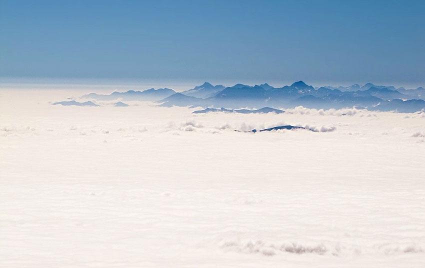 Au dessus de la mer de nuages, depuis la terrasse du Pic du Midi - © Paul Compère