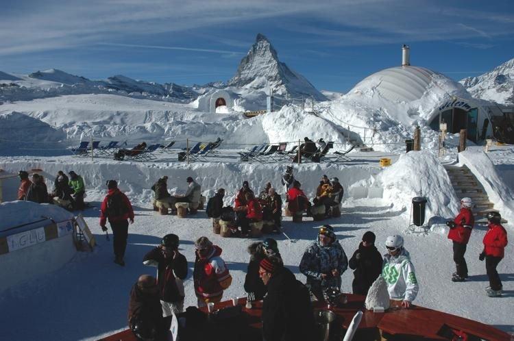 Lunch at the Igloo bar in front of the Matterhorn, Zermatt. Credit iglu-dorf.com