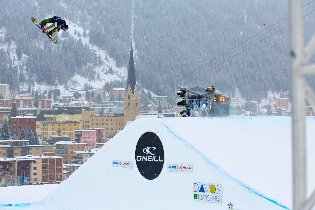 Freestyle snowboarder in Davos Klosters - ©O'Neill Evolution 2013